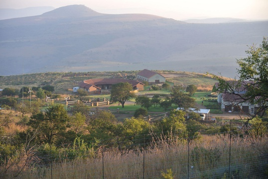A weekend getaway with two guest house accommodation options, situated on a game reserve near Lydenburg, Mpumalanga.
